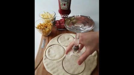 Fai dei cerchi nell'impasto con un bicchiere: in 10 minuti prepara qualcosa di speciale
