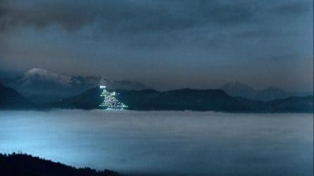 L'albero di Natale più grande del mondo è italiano e quest'anno è stato acceso dallo Spazio