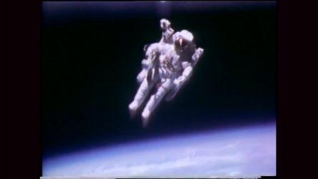 Bruce McCandless II, il primo astronauta a fluttuare nello Spazio
