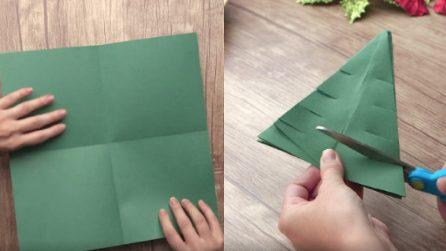 Come creare un albero di Natale con il cartoncino in pochi secondi