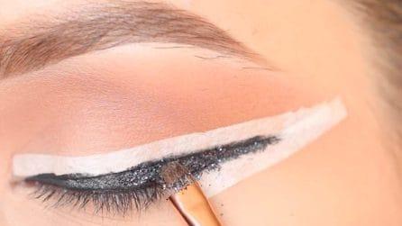 Nastro adesivo sugli occhi: il trucchetto per un makeup perfetto in pochi minuti