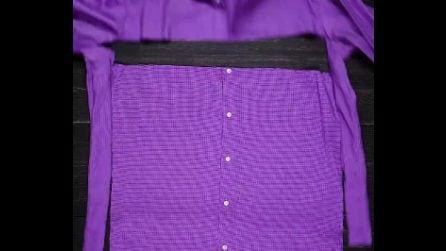 Taglia una vecchia camicia e la ricicla in modo originale