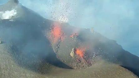 Eruzione dello Stromboli: le immagini spettacolari della cima del vulcano