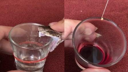 Mette due gocce di veleno del serpente nel sangue: ecco cosa succede