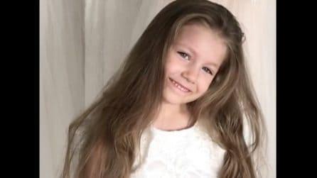 Ha dei capelli lunghissimi: crea per la bambina un'acconciatura da vera principessa