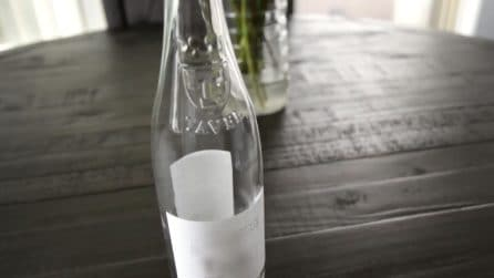 Come rimuovere l'etichetta delle bottiglie di vetro