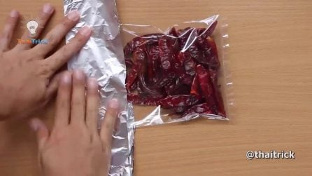 Come chiudere ermeticamente una bustina per alimenti