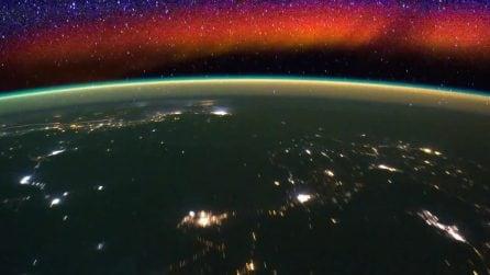 Suggestivo bagliore rosso osservato dalla Iss: il fenomeno visibile solo nella notte