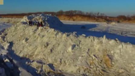 Cina, un muro di ghiaccio alto circa 20 metri