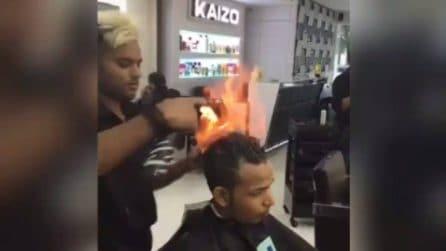 Fuoco in testa: la tecnica innovativa per tagliare i capelli