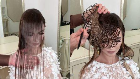 I capelli della modella diventano un'opera d'arte: l'incredibile tecnica del parrucchiere