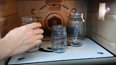 Sterilizzare i barattoli di vetro: ecco come farlo in 60 secondi nel microonde