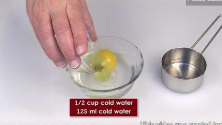Come fare un perfetto uovo in camicia con il microonde