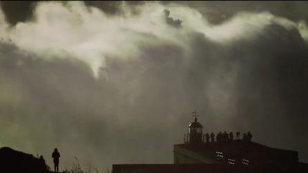 Nazaré, spaventosa onda alta 35 metri: sarebbe il nuovo record del mondo per un surfista