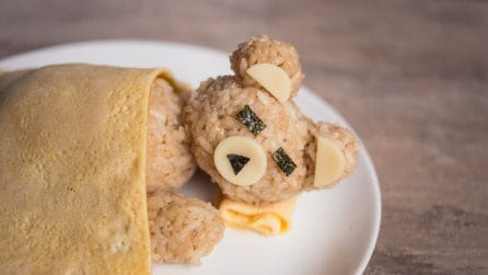 Orsacchiotto di riso e frittatina: l'idea geniale per il pranzo dei più piccoli!