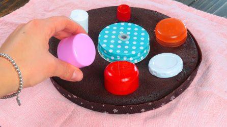 Poggia i coperchi sulla torta: l'idea geniale da provare subito