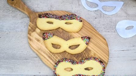 Maschere di pasta frolla: il dolcetto goloso e colorato per Carnevale!