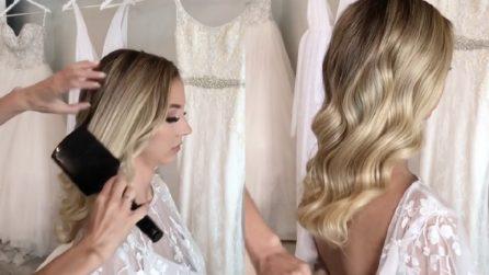 Spazzola più volte i capelli ondulati: l'effetto finale è bellissimo