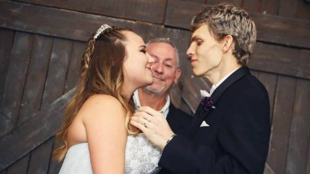 Dustin, 20 anni, realizza l'ultimo desiderio prima di morire: sposare la donna che ama