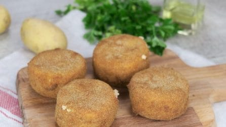 Crocchette di formaggio e patate: fritte o al forno, la ricetta gustosa da provare!