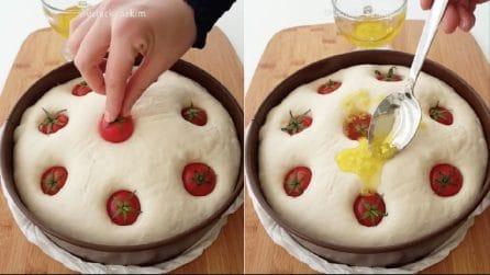 Infila i pomodori nell'impasto e prepara un ottimo pane