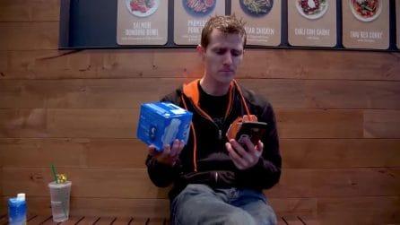 """Lo youtuber che svela la falla di Amazon Go e ruba merce dal negozio: """"Prendo cose senza pagare"""""""
