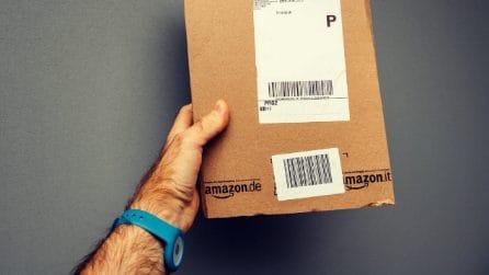 Quello che (non) abbiamo capito sul braccialetto Amazon che ha indignato l'Italia