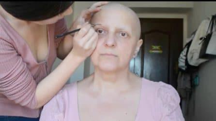 Sua madre ha il tumore e non si sente bella, lei la trucca: l'emozionante trasformazione