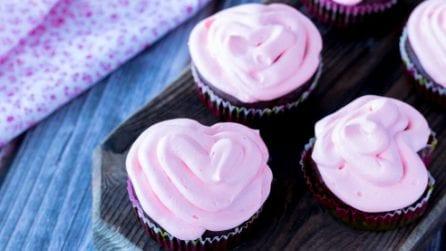 Il trucchetto per fare dei cupcake a forma di cuore
