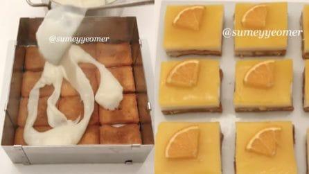 Copre le fette biscottate con crema e salsa all'arancia: un dessert fantastico