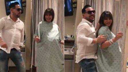 Rischia il parto cesareo, per evitarlo ecco cosa si inventa: il video in ospedale diventa virale