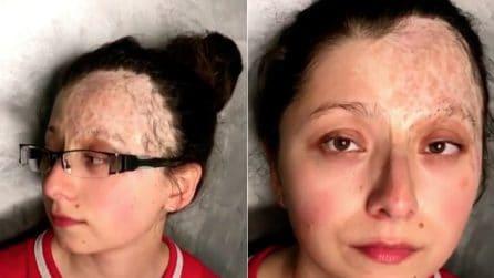 Ha il volto sfigurato dalle cicatrici e non si sente bella: la magnifica trasformazione con il make-up