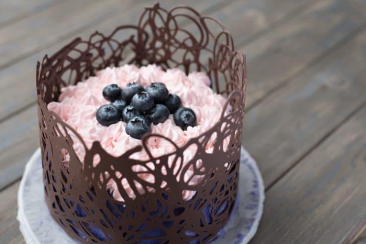 Come decorare una torta in modo semplice e veloce for Decorazione di casa