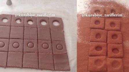 Fa dei buchi nell'impasto al cioccolato: prepara dei dolcetti fantastici
