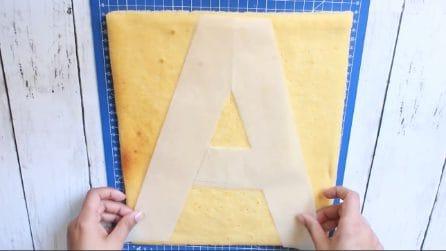 Mette la lettera A sulla torta: l'idea da realizzare per compleanni o anniversari