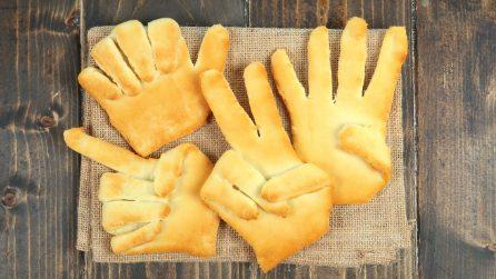 Mani di pizza: la ricetta veloce e divertente