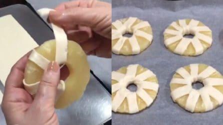 Taglia la pasta sfoglia e l'avvolge all'ananas: un dolce originale e squisito
