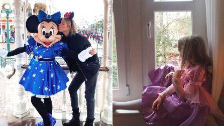 """Alessia Marcuzzi vola a Disneyland con la figlia Mia, la presentatrice entusiasta: """"Torno bambina"""""""