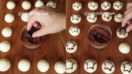 Mette la formina nel cacao e poi sui biscotti: una decorazione carinissima