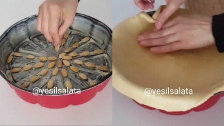 Dispone le mandorle nella teglia poi mette la pasta brisè: un piatto rustico ottimo