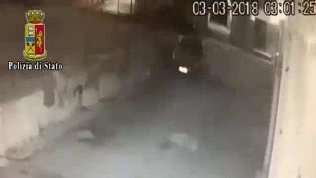 Napoli, l'aggressione al vigilante alla metro Piscinola