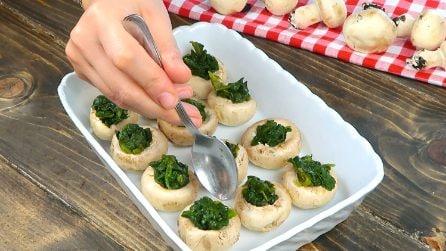 Mette gli spinaci nei funghi: la ricetta semplice e gustosa