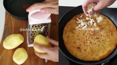 Grattugia le patate e poi le cuoce in padella: un piatto veloce e saporito