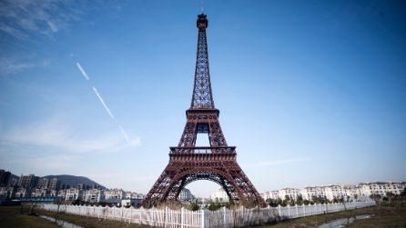 La città che è una copia di Parigi, c'è anche la Torre Eiffel