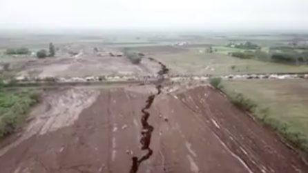 La terra si apre: le immagini dall'alto della grossa frattura