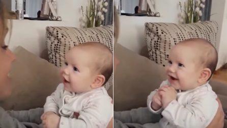 Mamma intona una canzone Disney, papà filma: la tenera reazione della bimba vi scalderà il cuore