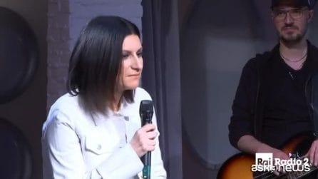 """Laura Pausini commossa per Fabrizio Frizzi: """"Sono devastata, mando un bacio a Carlotta e Stella"""""""
