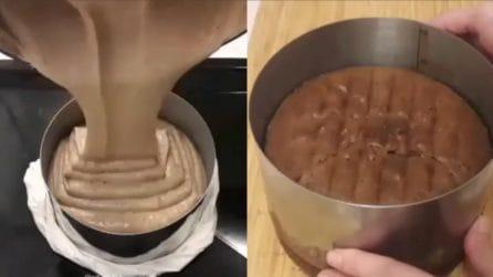 Soffice, alta e golosa: come preparare la sponge cake al cioccolato
