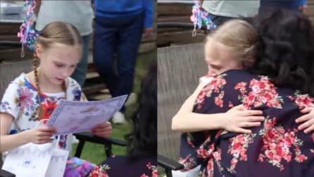 La bambina scopre che verrà adottata: la sua reazione è davvero commovente