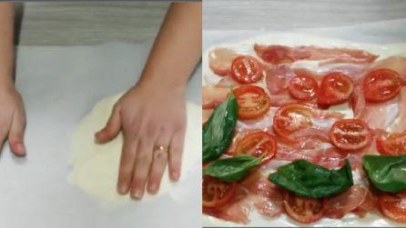 Stende la mozzarella sciolta e poi la farcisce: il piatto ideale per un pranzo gustoso e veloce